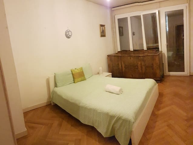 A room in Servette in an apartment