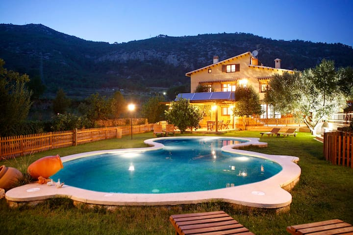 Villa Coast Barcelona Pool & Barbacue. Up to 28p - Canyelles - Villa