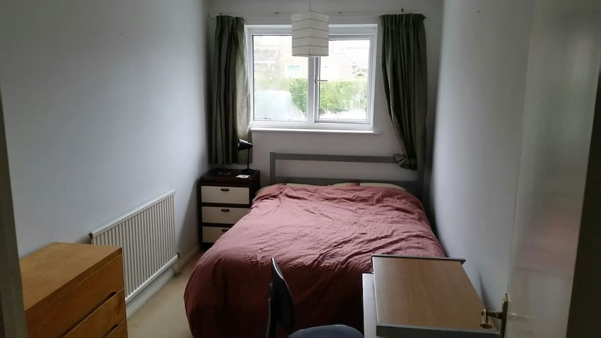 Double room in good location - Salisbury - Leilighet