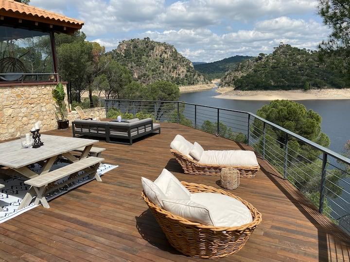 Villa con vistas espectaculares.Primera línea agua