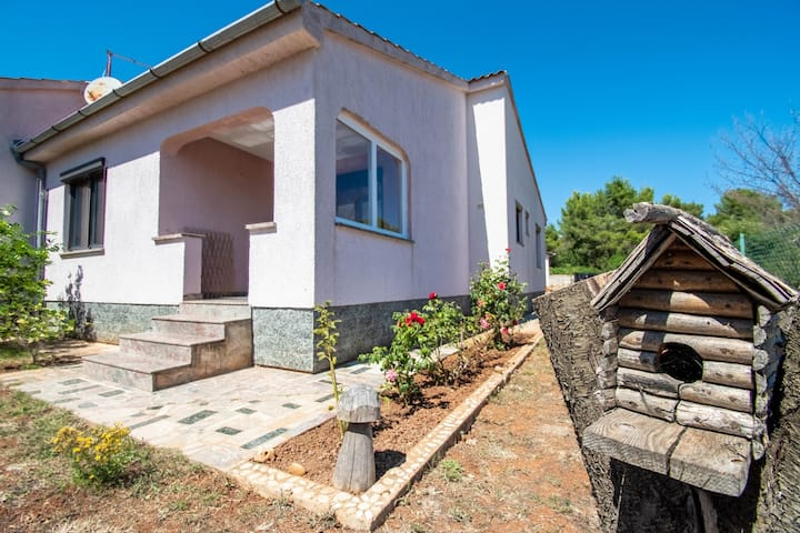 Summer beach house in Medulin