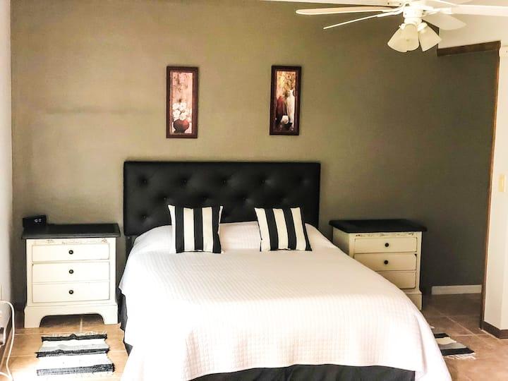 Large Family Rental Near Orlando!  Check Low Price
