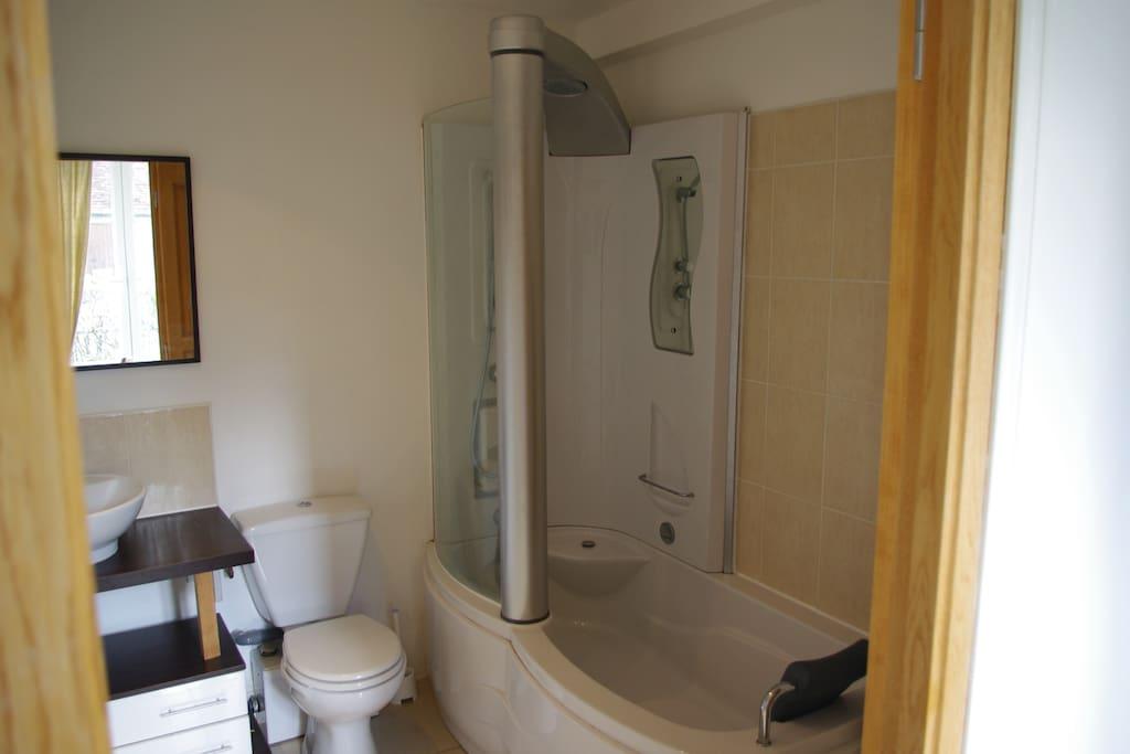 chaque chambre possède sa salle de bain