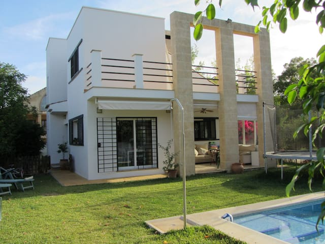 Beautiful house with garden and swimming pool - El Santiscal