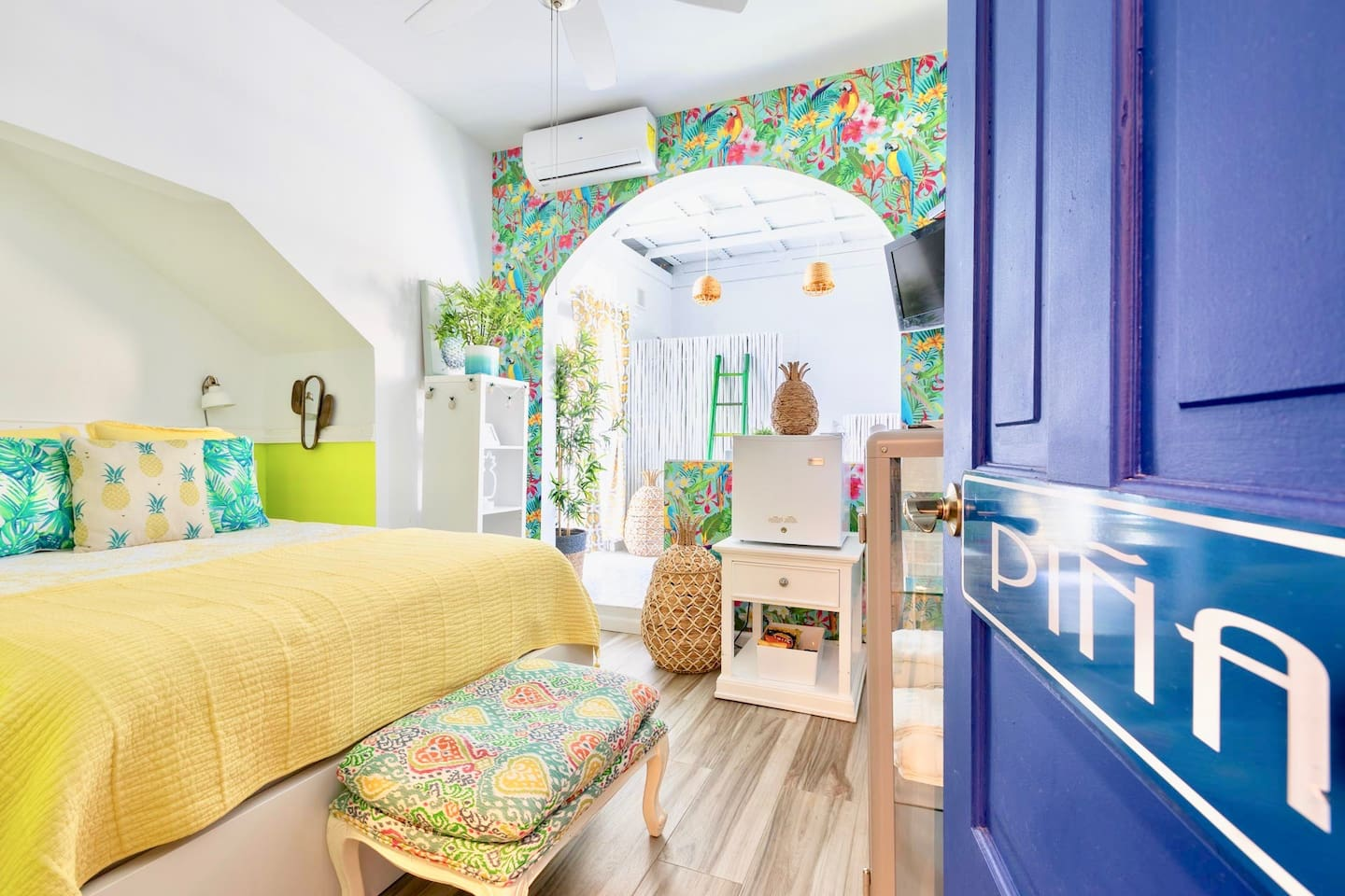 The Piña room has a queen bed, a flat screen TV, a private bathroom and balcony, a mini fridge, a hair dryer, iron and board and a safe. The Piña room awaits your visit!