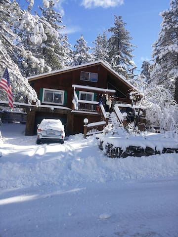 Mimi and Papi's Place - Wrightwood - Hus