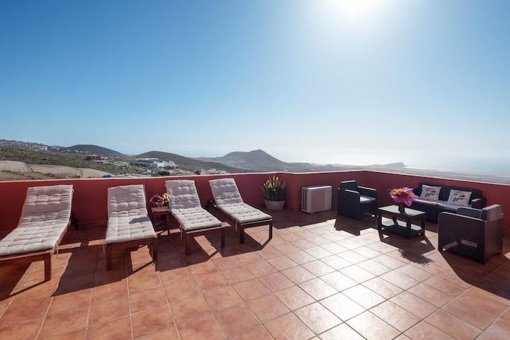 Beautiful Home Casa Alberto Santos with Rooftop Terrace, Mountain/Ocean Views & Wi-Fi