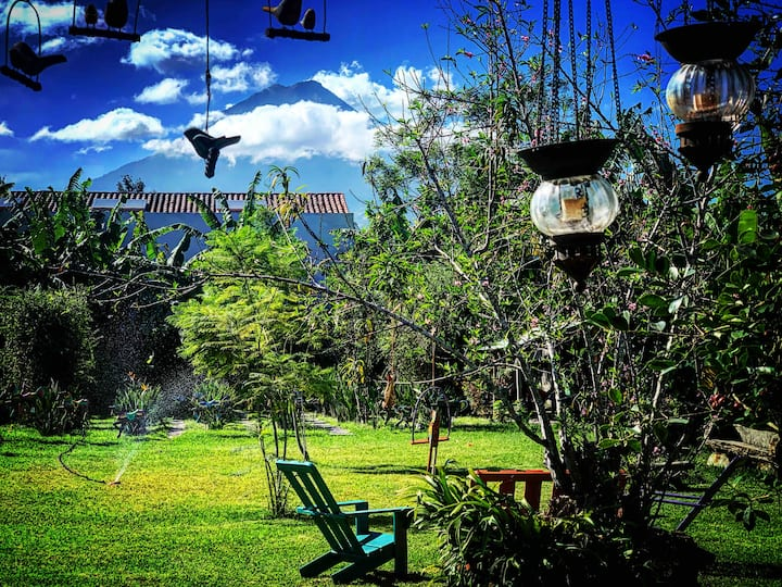Cabaña Quetzal Jardín Escondido Central w/ Parqueo