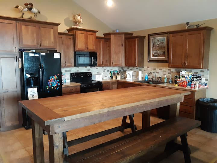 Country lodge with tons of space and amenities