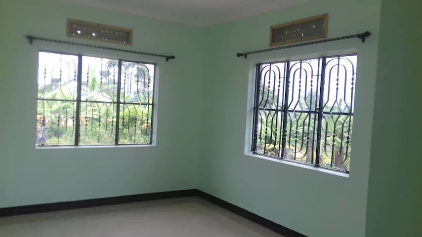 Quiet family friendly home in leafy Bukoba surburb