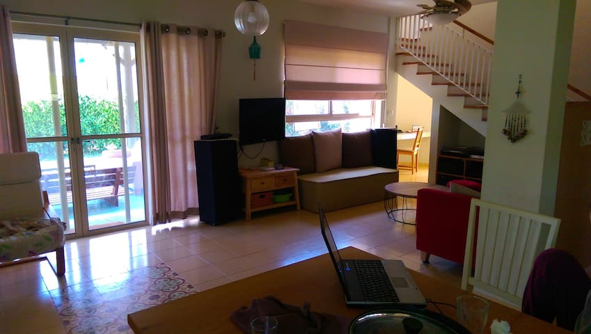 comfort 6 rooms house with a big yard - Ometz - Rumah