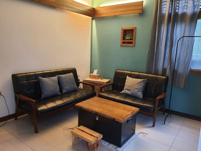 (鄉間小窩)一房一廳一衛浴,1-4人房,簡易小廚房,寬敞停車空間。