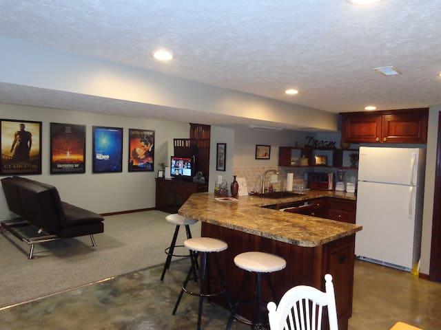 GiGi's spacious home/apt near Boys Town