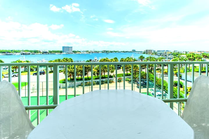 Gorgeous- Panoramic View-Pool ☀Inspected & Disinfected☀3BR Waterview Towers 404