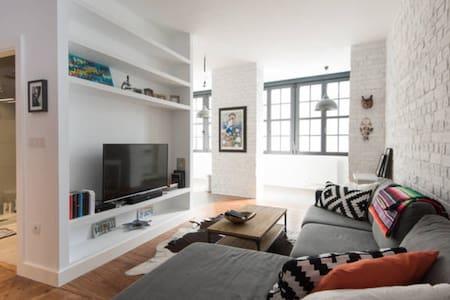 Room in Casco Viejo with Breakfast - Bilbao