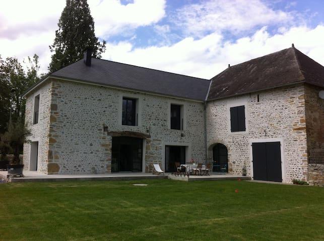 Ancienne Grange Rénovée - Ledeuix