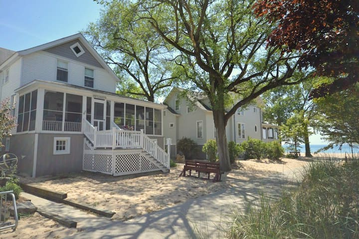 Odessa Cottage is 100 yards from shared private Lake Michigan beach access!