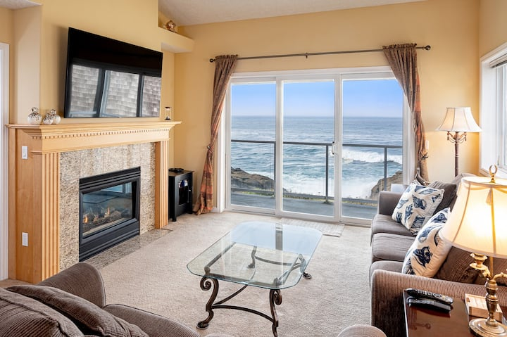 Nautical Breeze - Oceanfront & Whale Watching