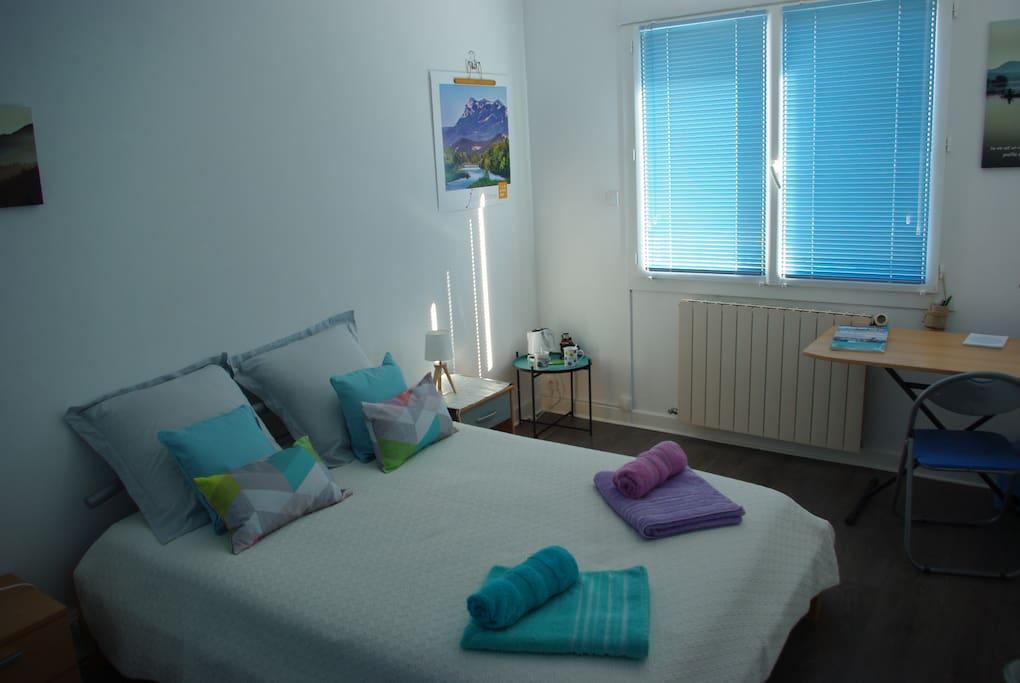 chambre ind pendante avec salle de douche et wc maisons louer valence auvergne rh ne. Black Bedroom Furniture Sets. Home Design Ideas