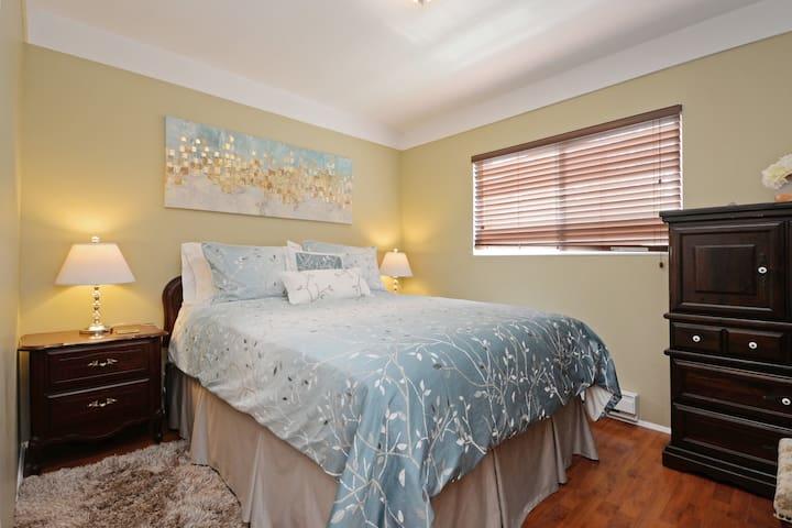 Comfy Queen in 2nd bedroom