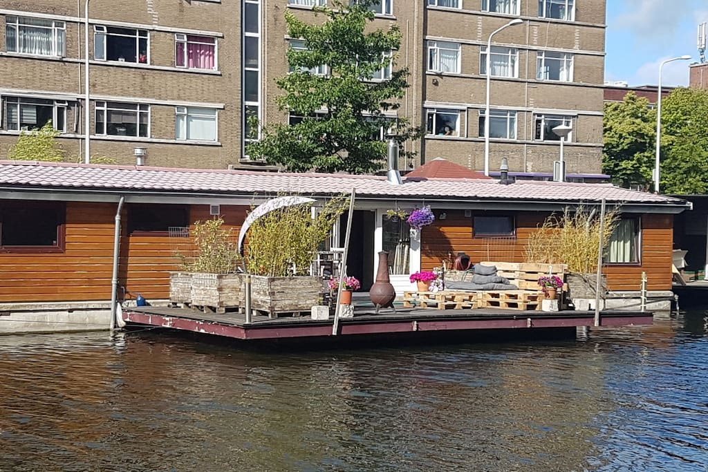 bright cosy houseboat incl 2 bikes parking hausboote zur miete in den haag zuid. Black Bedroom Furniture Sets. Home Design Ideas