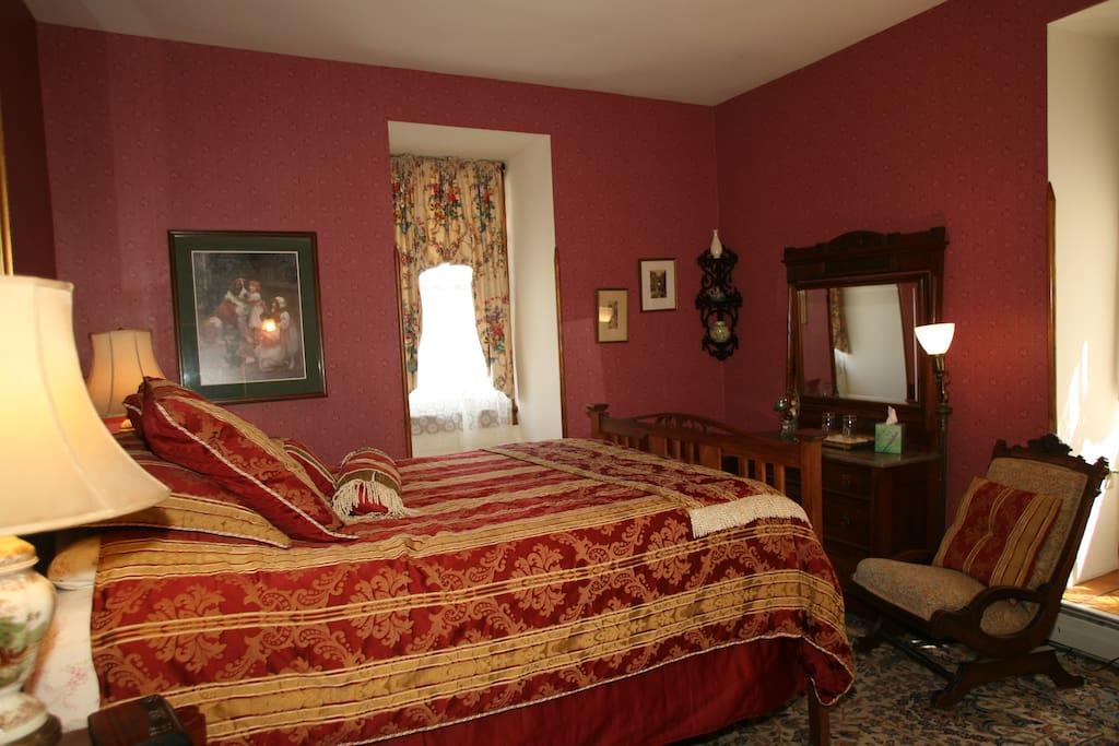 Quarto de Teresa (queen bed/private bath)