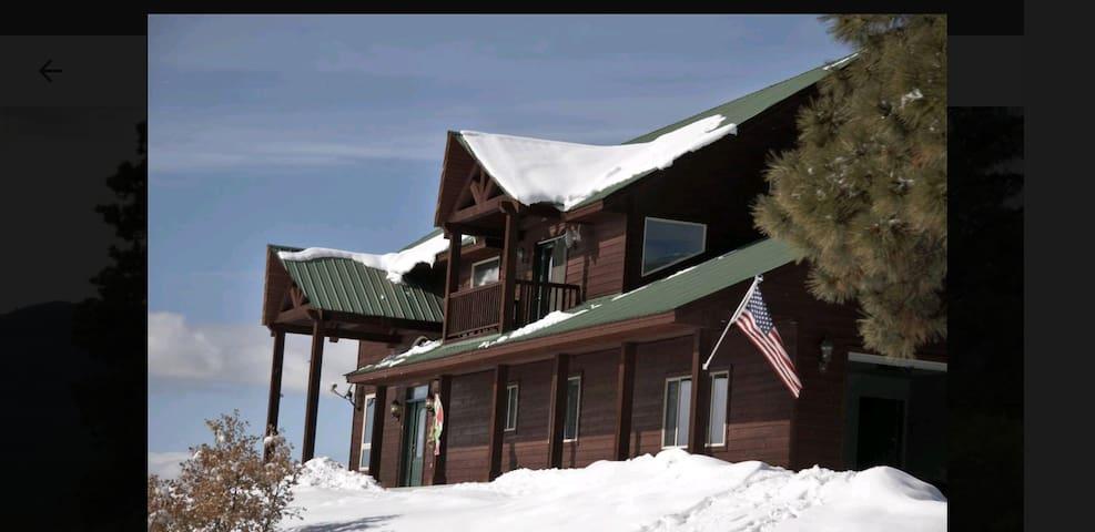 Black Bear Lodge/In the Hub of Winter Recreation