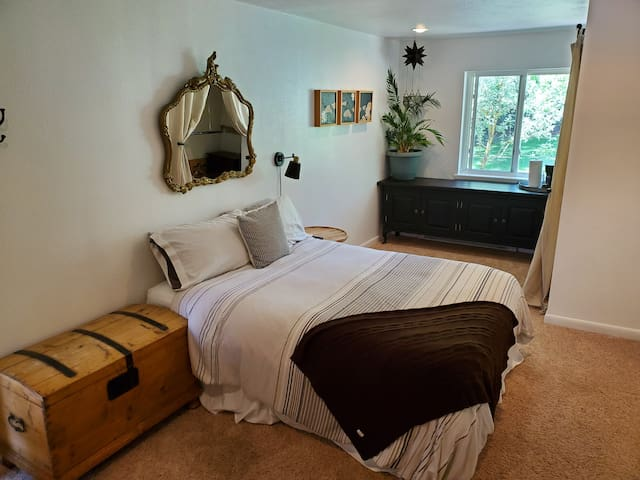 New!  Peaceful Bed & Bath w/ Private Entrance.