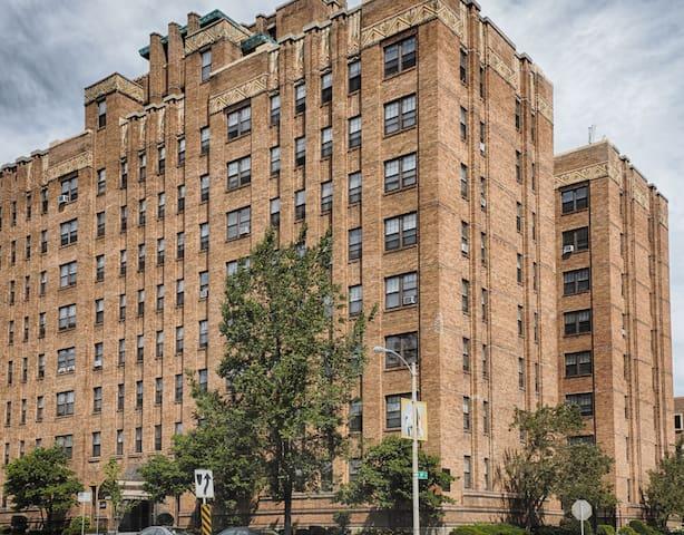 Milwaukee Downtown Apartment (DNC)