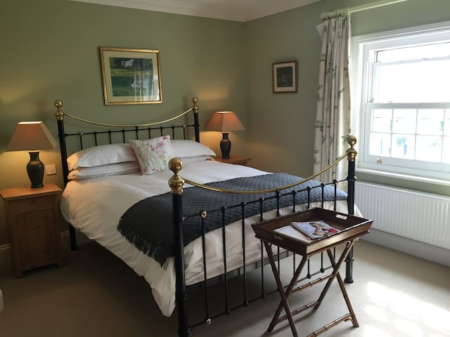 The Wisteria Room - Redmarley Bed and Breakfast