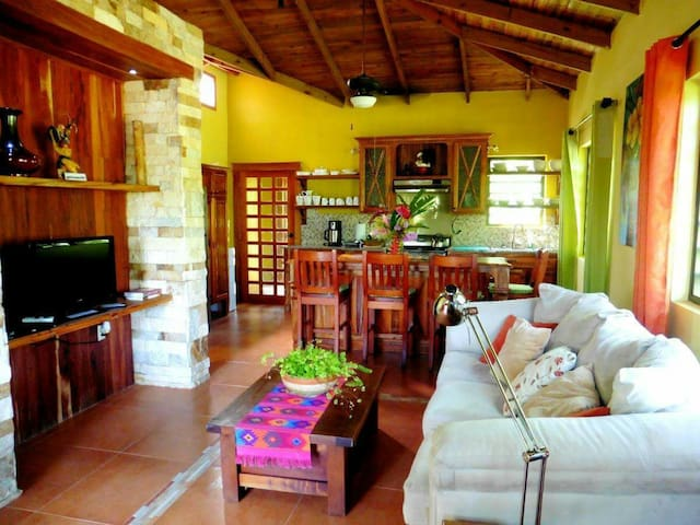 Private Riverside Farm Home - San Ignacio - Casa