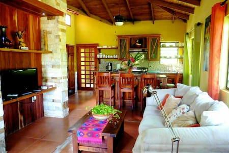 Private Riverside Farm Home - San Ignacio - Rumah