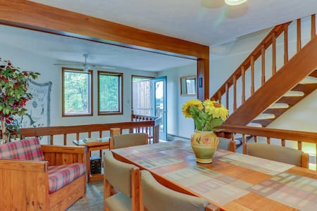 Lake front getaway with indoor hot tub - walk to the lake or hit the slopes