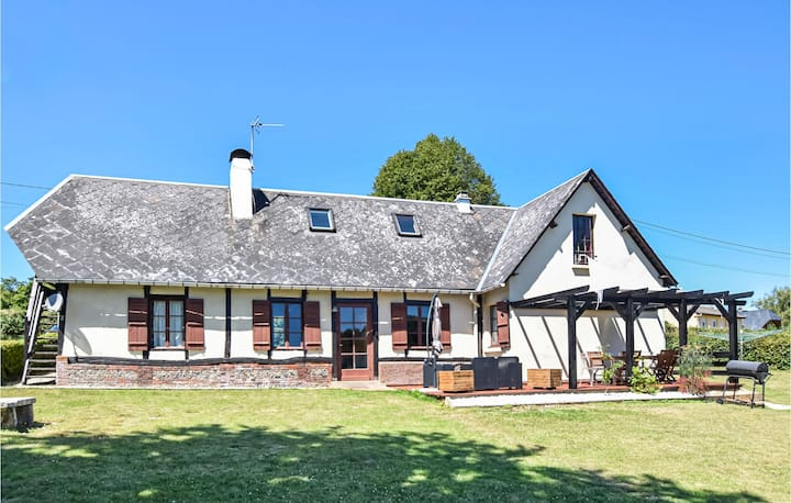 Stunning home in Haudricourt Aubois with WiFi and 4 Bedrooms