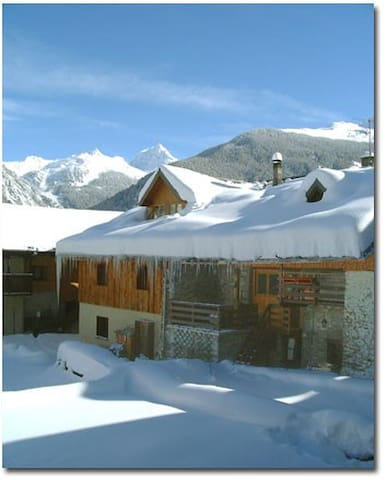 Ski in and out apartment - Sleeps 6