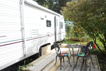 BBQ by the private pool! - Salmon Arm - Autocaravana