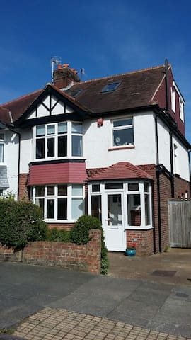 family friendly in hove - Hove - Bed & Breakfast