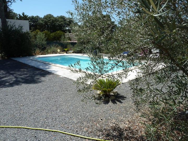 villa comme neuve avec piscine
