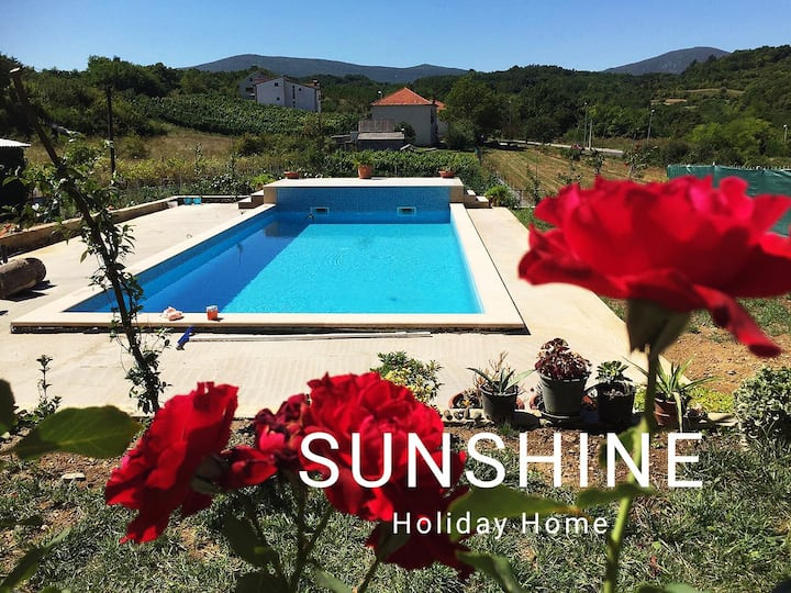 Sunshine Holiday Home  Suny Hillside View