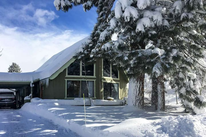 Centrally located Lake Tahoe House - Pet Friendly