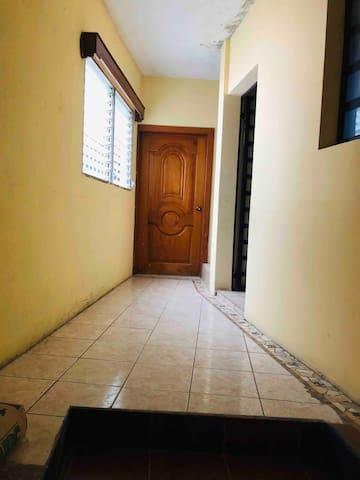 Entrada a los apartamentos