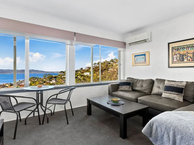 Apartment with a view - Mt Nelson