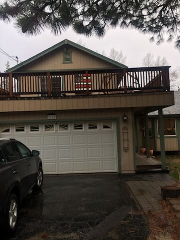 Comfortable 3/2 house in Meyers South Lake Tahoe,