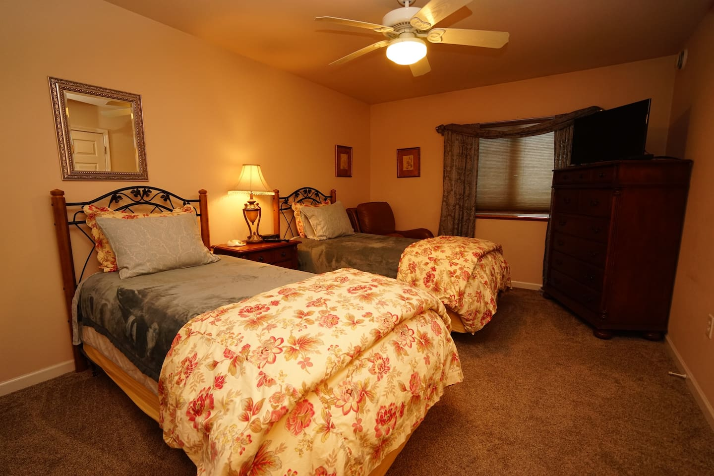Well appointed room with twin beds.  Cable tv and free wi-fi.