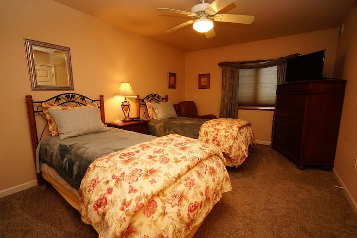 Two Twin beds with Pr. Bathrm. Private entrance