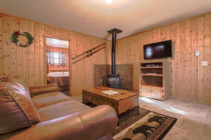 Dog-friendly cabin w/ private hot tub & yard -  ideal for hiking & skiing