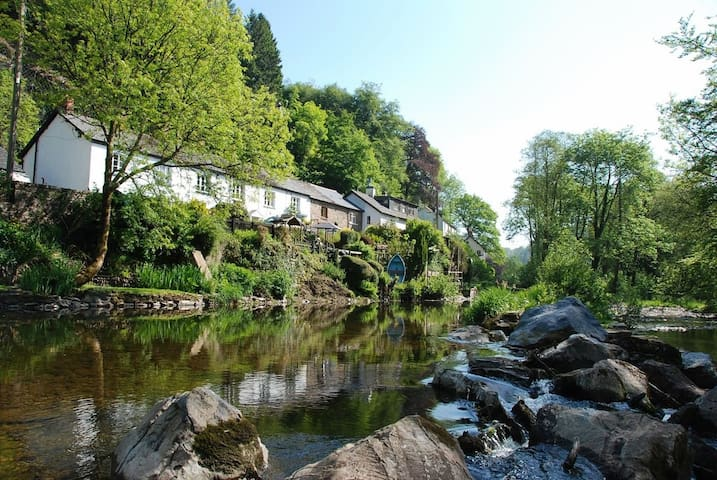 Boutique Trout Cottage by the river in Dulverton