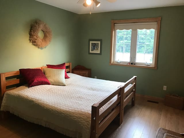 1 private bedroom in a relaxing country home