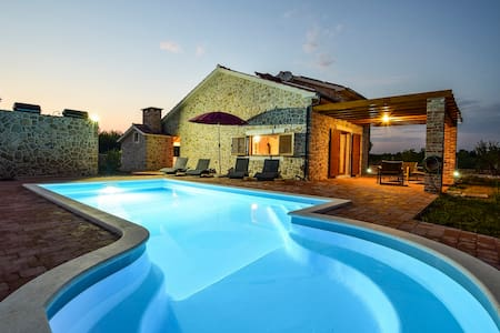 Nice stone house with swimming pool - Vodice - Villa