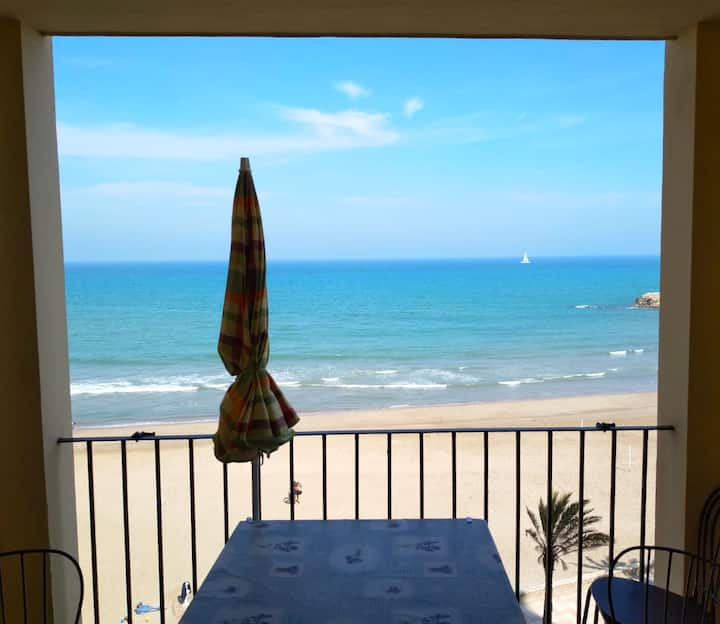 Front line Beach Apartment in lovely Port Saplaya